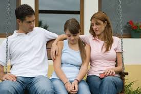Πώς να ανακοινωθεί στα παιδιά ότι οι γονείς παίρνουν διαζύγιο